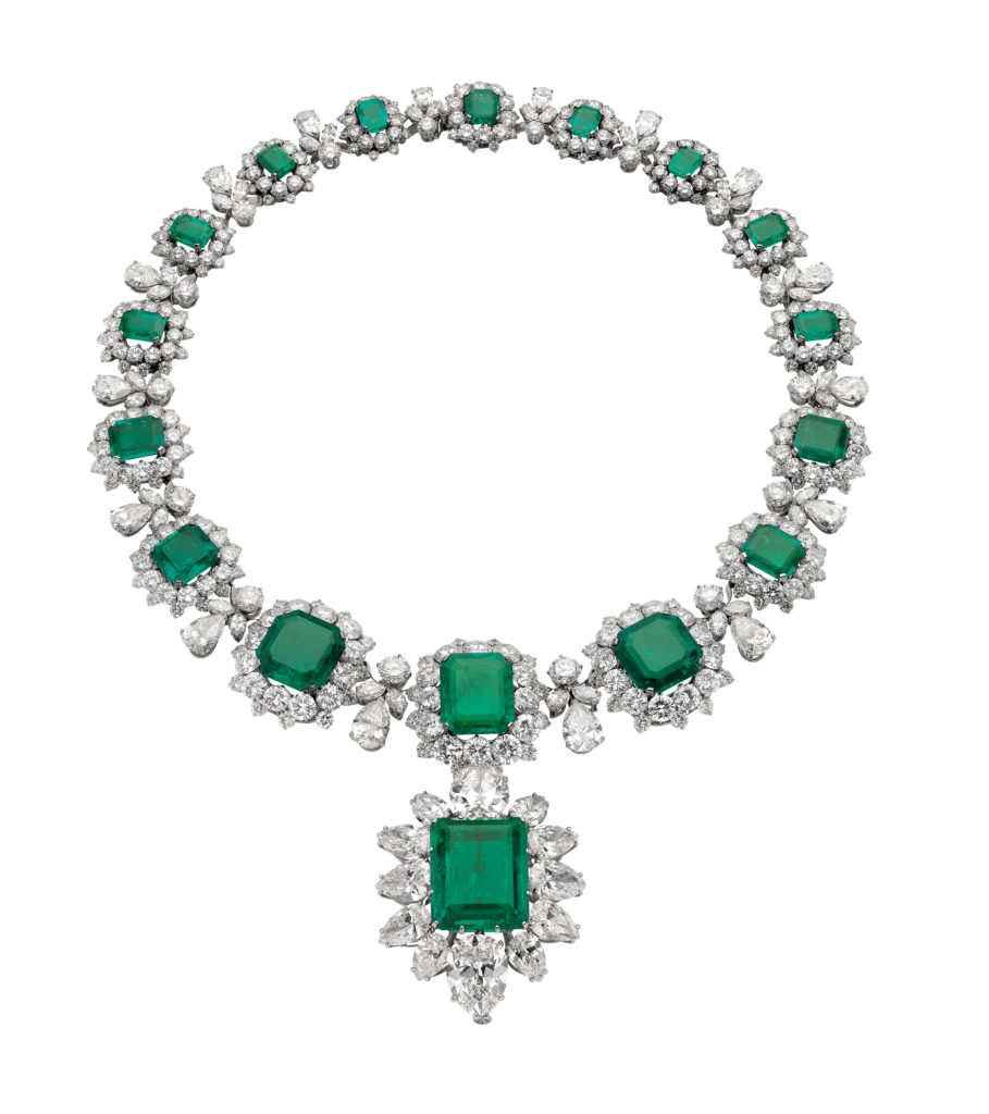 Necklace, 1962, with pendant/brooch, 1958 Platinum with emeralds and diamonds Necklace: 37 x 2.7 cm. Pendant/brooch: 4.9 x 3.4 cm Formerly in the collection of Elizabeth Taylor Bulgari Heritage Collection, inv. 6676 N2169, 347870 P393  © Antonio Barrella Studio Orizzonte